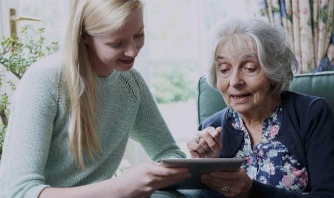 5 Tips for Teaching Seniors to be Tech-Savvy