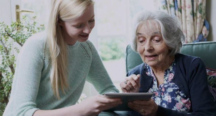 5 Tips for Teaching Seniors to be Tech-Savvy